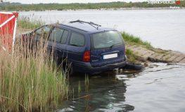 W zalewie Pogoria IV znaleziono samochód z ciałem w środku