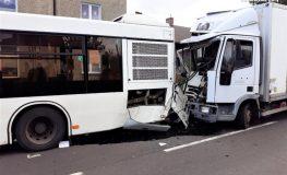 Wypadek w Wieszowej w powiecie tarnogórskim. Sześć osób rannych w zderzeniu ciężarówki z autobusem miejskim