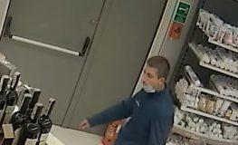 Mężczyzna ze zdjęcia jest podejrzany o kradzież kosmetyków z jednej z galerii handlowych w Rybniku